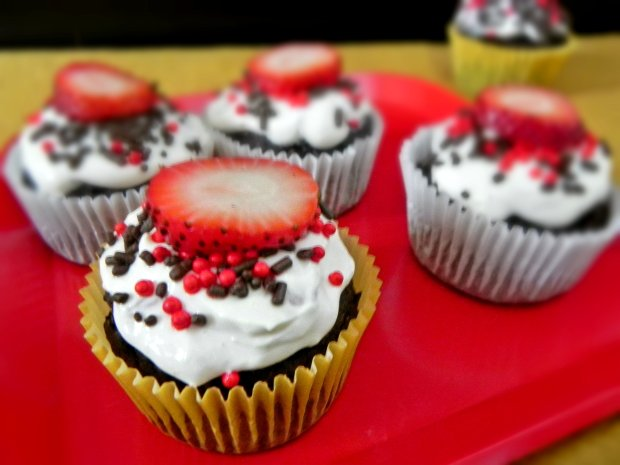 Chocolate cupcakes with strawberry