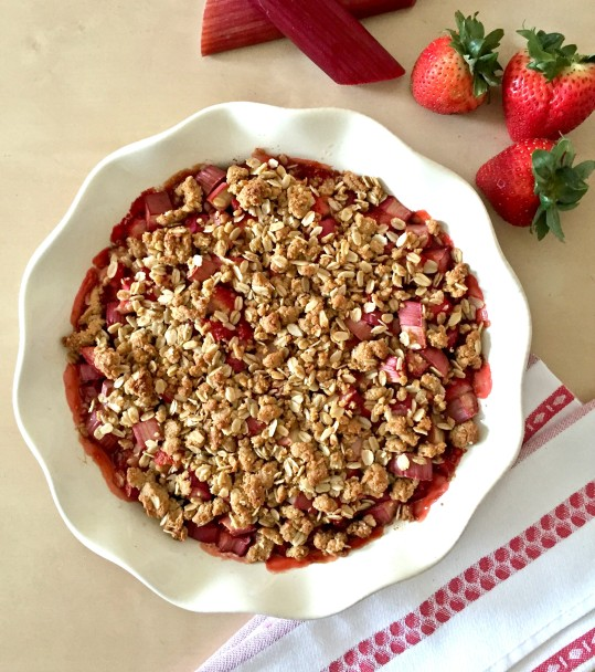 Healthy Strawberry Rhubarb Pie with Brown Sugar Oat Crumble